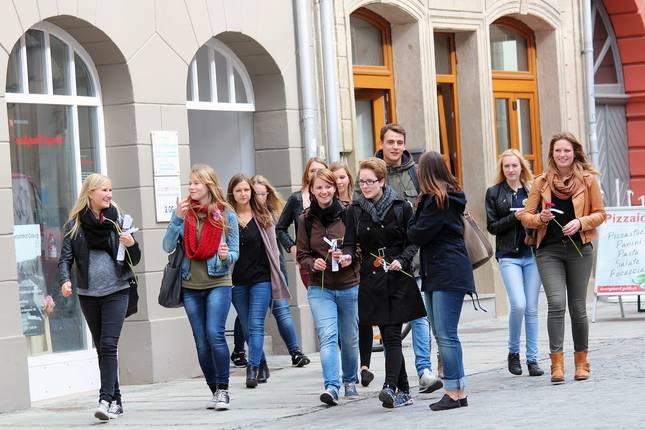 Studierende entdecken ihren Studienort Coburg bei einer Rallye.