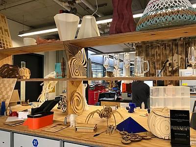 Kreative Produkte im Makerspace der TU München.