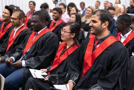 Internationale Studierende werden verabschiedet