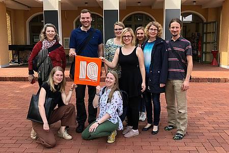 Das Team von CREAPOLIS vor dem Innovationsquartier in Murnau.