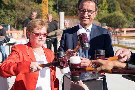 Grundsteinlegung mit Hochschulpräsidentin Prof. Dr. Christiane Fritze und Christian Schoppik vom Bayerischen Wissenschaftsministerium
