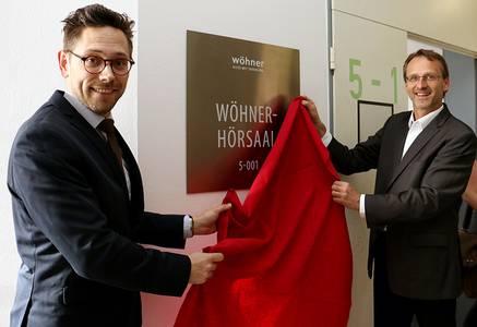 Wöhner-Geschäftsführer Philipp Steinberger (li.) und Hochschulpräsident Michael Pötzl