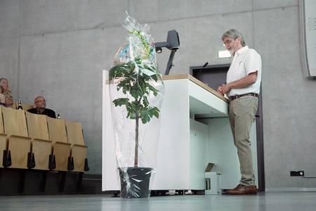 Helmut Bielenski beim Abschiedsvortrag im Hörsaal