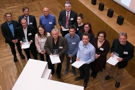 Gruppenbild der ausgezeichneten Professoren mit den Studierenden