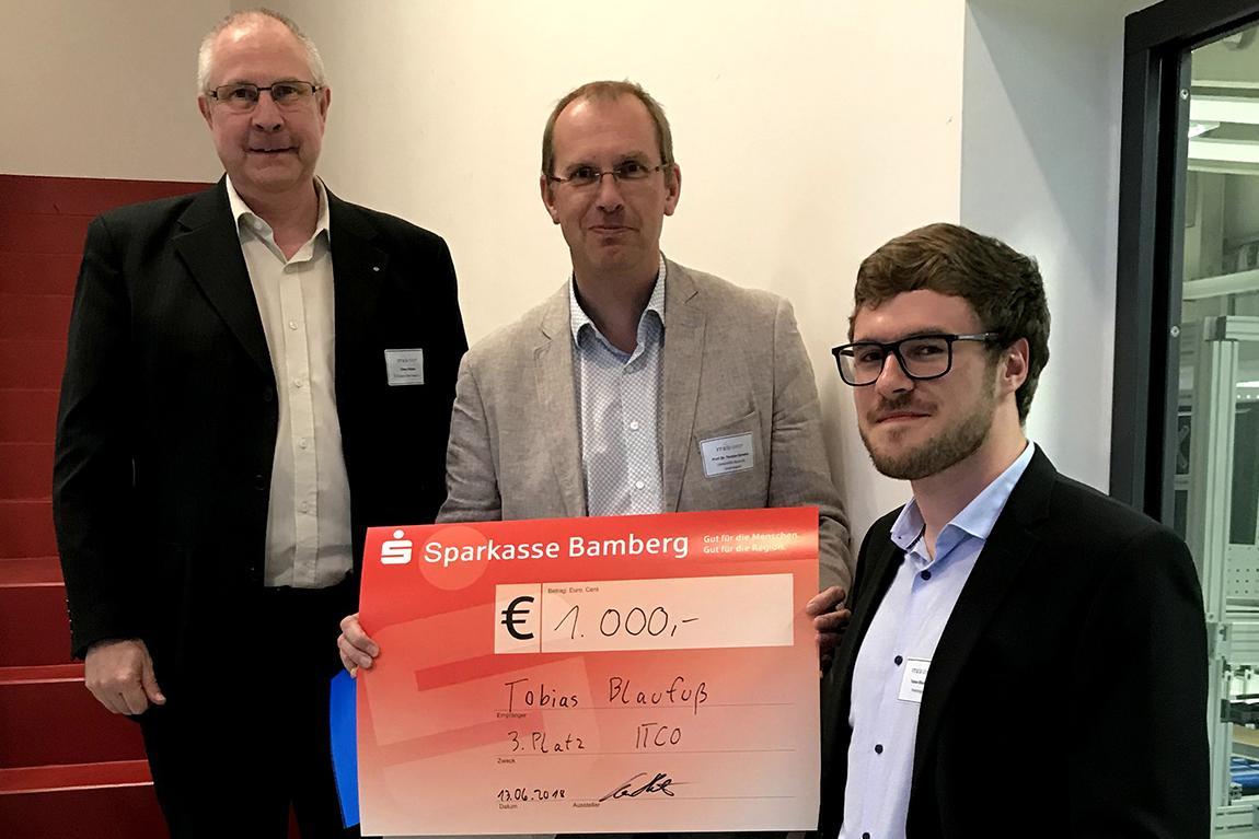 v.l.: Claus Huttner (Vorstandsvorsitzender IT-Cluster Oberfranken e. V.), Prof. Dr. Torsten Eymann (Jurysprecher) und Tobias Blaufuß.