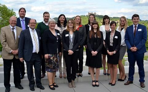 Professoren und Studierende beim Jahrestreffens der Versicherungsstudiengänge