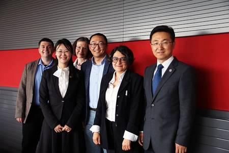 Gruppenbild mit den chinesischen Gästen des Masterstudiengangs Zukunftsdesign.