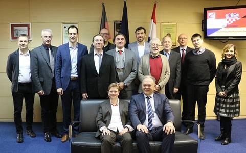 Prof. Dr. Christiane Fritze und Prof. Dr. Simun Andjelinovic mit Gästen und Gastgebern