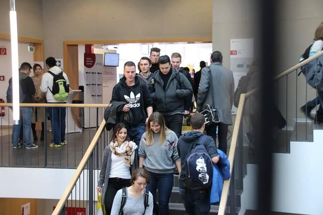 Studierende der Hochschule Coburg auf einer Karrieremesse