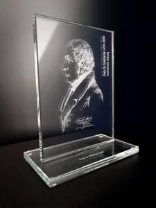 Glasaufsteller mit dem Porträt von Friedrich Streib.