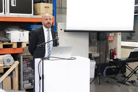 Prof. Dr. Markus Jakob erläutert die Kraftstoffforschung.