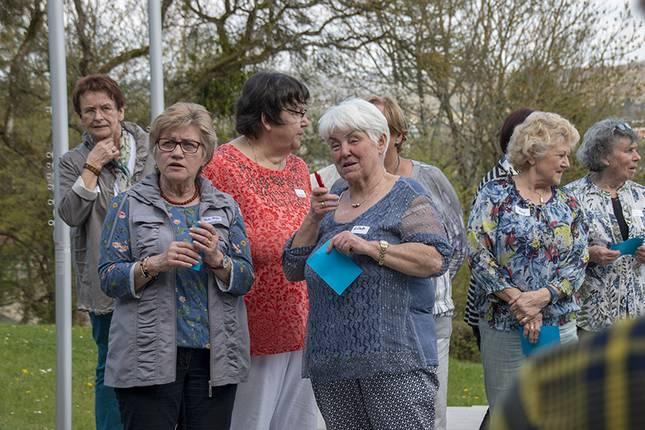 Eine Gruppe von Seniorinnen
