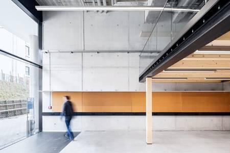 Campus Design Hochschule Coburg Studioarbeitsplätze Blick nach draußen