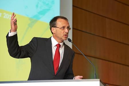 Furioses Finale zum Hochschulpräsident Michael Pötzl hielt anlässlich des 200-jährigen Jubiläums der Hochschule Coburg eine Rede.