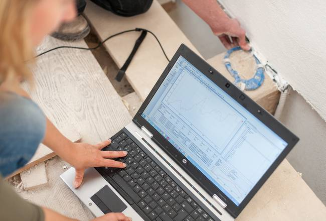 Ein Laptop-Bildschirm mit einem Diagramm. Er verdeutlicht, wie Objekte in der Denkmalpflege digital erfasst werden können.