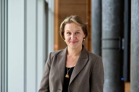 Portraitfoto Prof. Dr. Claudia Lohrenscheit