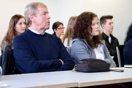 Teilnehmer der Schnuppertage bei einem Vortrag