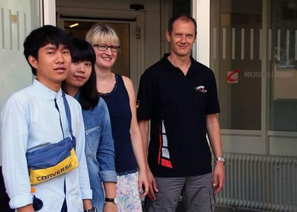 Die thailändischen Praktikanten Sarach Rangsiton und Waroonkarn Thaworncharoenpon