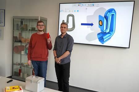 Markus Dinkel und Josef Slezak mit dem Hornlautsprecher aus dem 3D-Drucker
