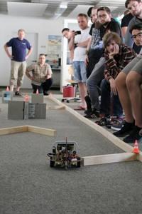 Roboter auf Hindernisstrecke