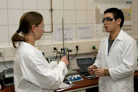 Ein Studium an der Hochschule Coburg verbindet Theorie und Praxis.
