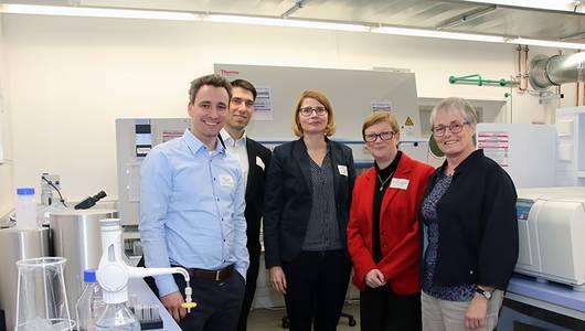 Personen von links: Prof. Hildebrand, Prof. Kalkhof, Vizepräsidentin Profin. Funke, Präsidentin Profin. Fritze und Kanzlerin Maria Knott-Lutze