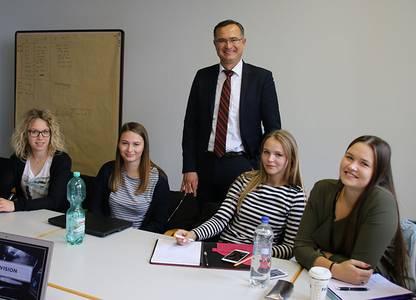Christina Lang, Prof. Dr. Eduard Gerhardt und Studierende