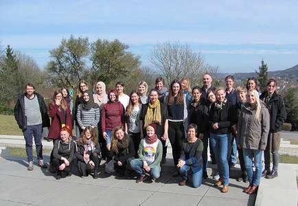 Der neue Jahrgang Klinische Sozialarbeit auf dem Campusgelände der Hochschule Coburg