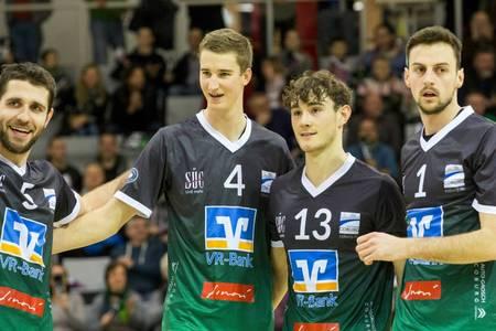 Studenten und zugleich Volleyballkollegen