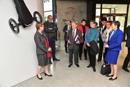 Reinhold Bocklet bedankt sich bei Christiane Fritze und Friedemann Zeitler