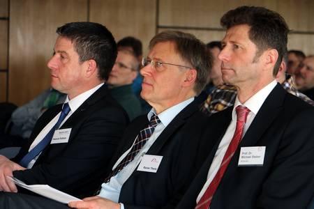 Von links: Patrick Püttner (bayme vbm), Rainer Theile (bbw) und Prof. Dr. Michael Steber (Hochschule Coburg) stehen mit ihren Organisationen hinter dem 13. Industriemeistertag Oberfranken.