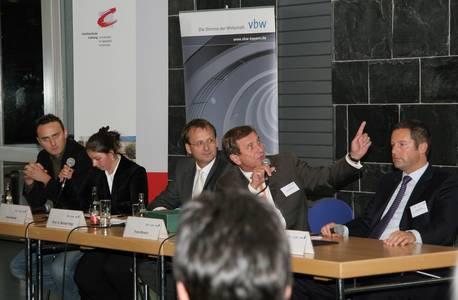 Sie diskutierten über die Bedeutung der akademischen Ausbildung für die Region (v.li.): Alexander Mäder, Nina Kanzog, Prof. Dr. Michael Pötzl, Franz Brosch und Jürgen Otto.