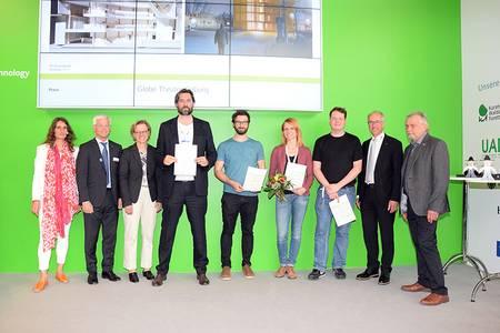Gruppenbild bei der Verleihung des Holzbaupreises.