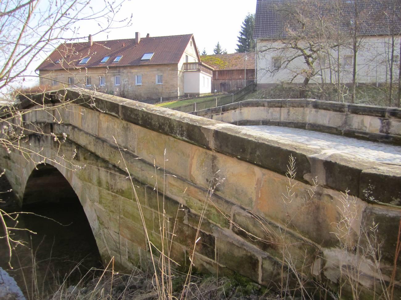 An manchen oberfränkischen Brücken nagt der Zahn der Zeit.