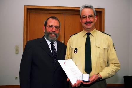 Foto: NP Coburg (v.l.) Vizepräsident Prof. Dr. Reiners-Kröncke, Preisträger Polizeidirektor Udo Skrzypczak