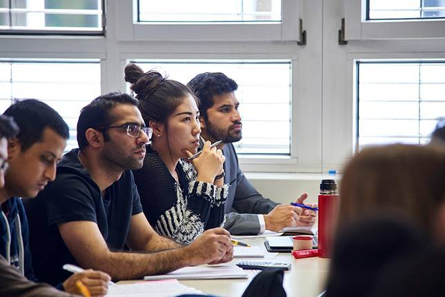 MBA-students attending class