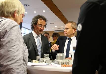 Jutta Michel, Andreas Engel und Siegmar Schnabel beim Messe-Rundgang
