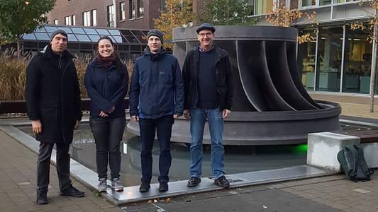 Prof. Dr. Stefan Kalkhof, Lea Deinert, Dr. Achim Schmalenberger und Prof. Dr. Matthias Noll vor der Universität in Limerick