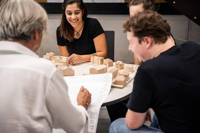 Arbeiten an der Hochschule mit jungen Leuten