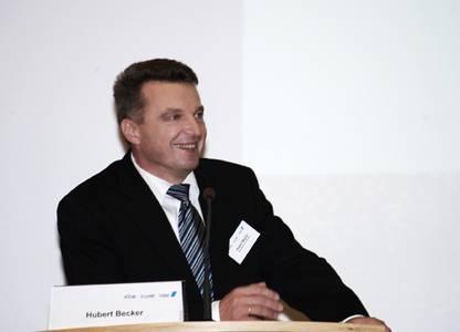 Dipl.-Ing. (FH) Hubert Becker, Geschäftsführer der Werkzeugmaschinenfabrik Waldrich Coburg, stellte sein Unternehmen als Global Player vor.