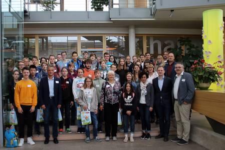 Eine Schülergruppe zu Besuch bei HABA in Bad Rodach.
