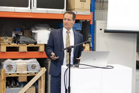 Prof. Dr. Christian Weindl stellt seine Energieforschung vor.