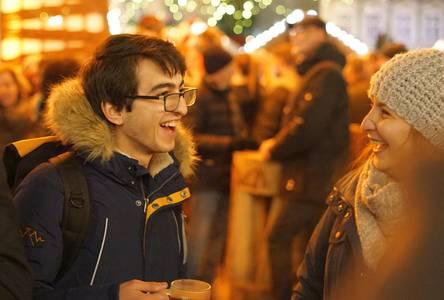 Mohamad Shahm Damlakhi auf dem Coburger Weihnachtsmarkt