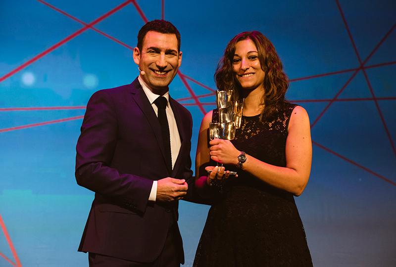 Moderator Till Nassif mit der Preisträgerin Christina Hörner.