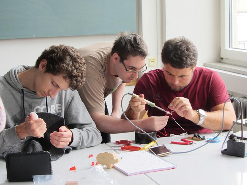 Für Studierende der technischen Studiengänge organisiert die Hochschule Erstsemestertage.
