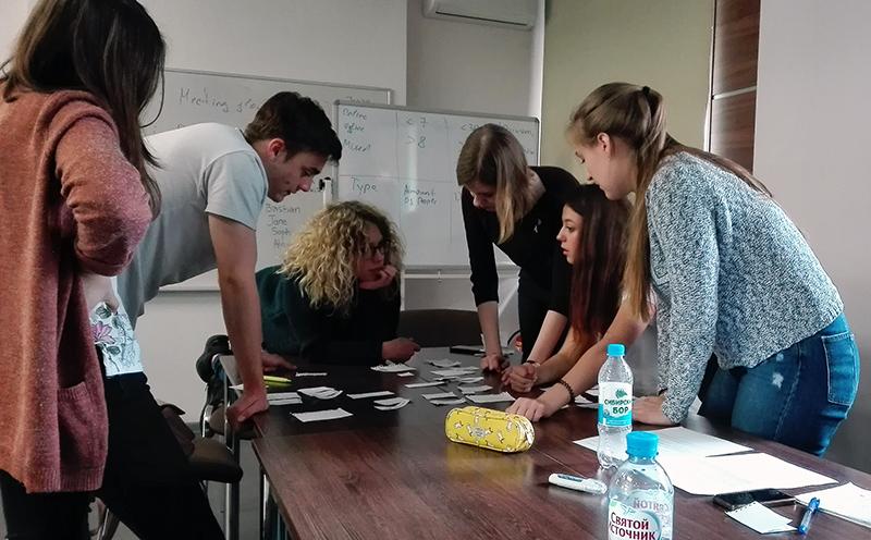 Studierende aus Coburg und Novosibirsk arbeiten zusammen.