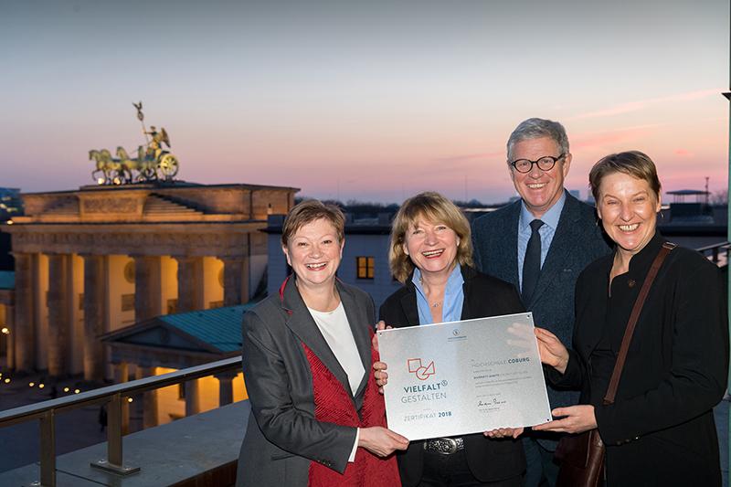 Stifterverband-Generalsekretär Andreas Schlüter, Präsidentin Prof. Dr. Christiane Fritze, Monika Faaß und Prof. Dr. Claudia Lohrenscheit.