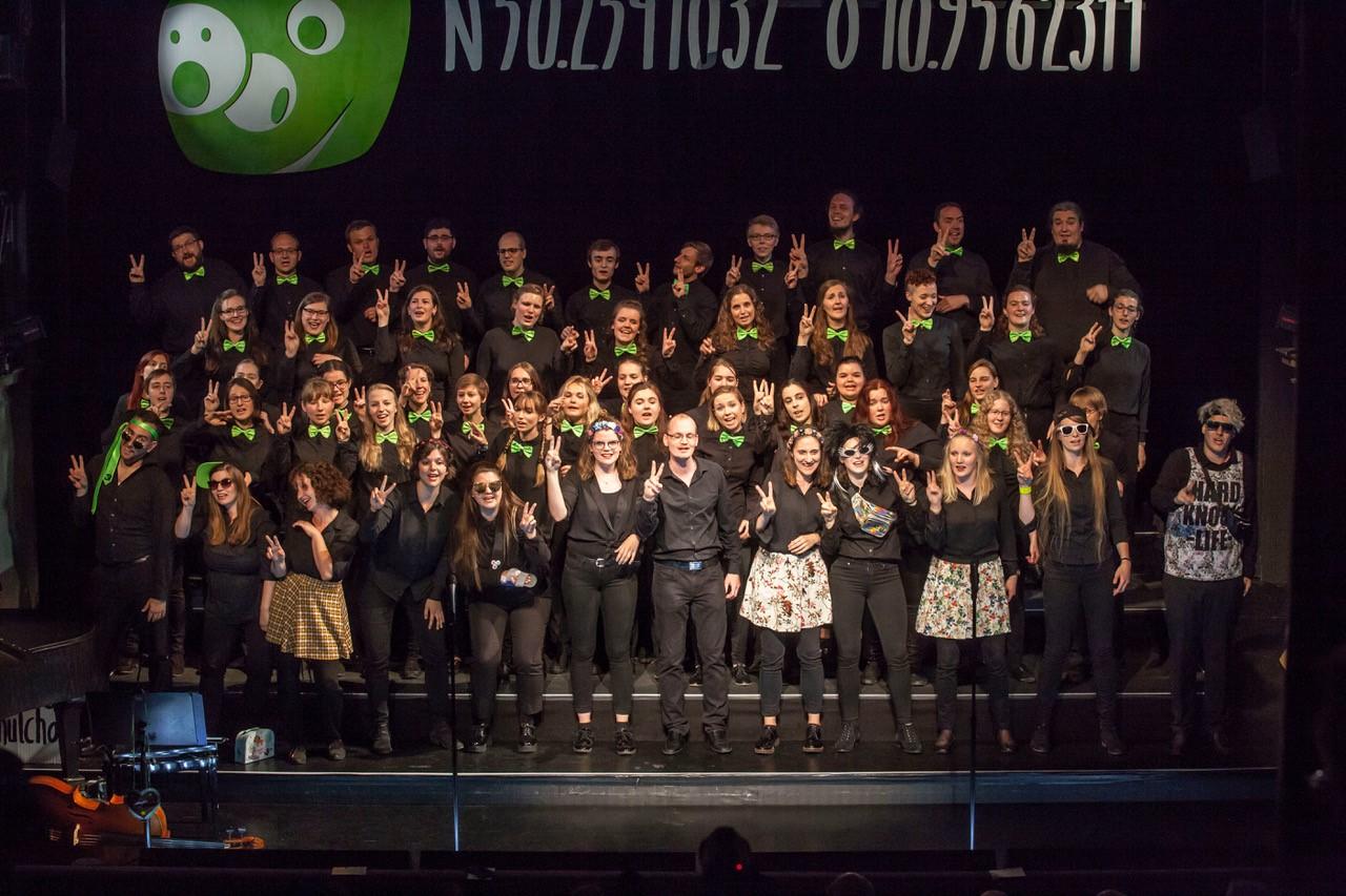 Studierende singen im Hochschulchor