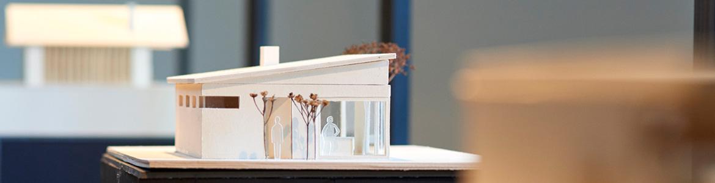 Holzmodell eines Gebäudes